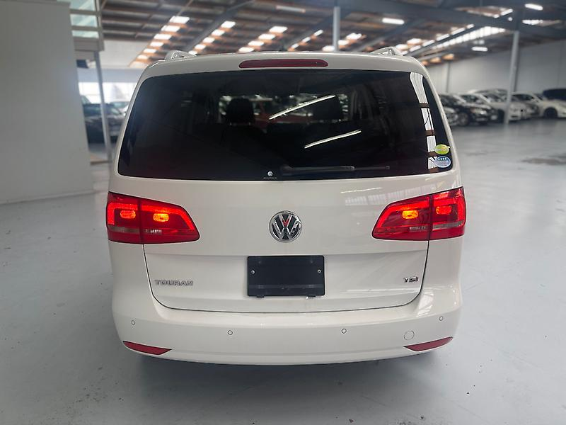 Volkswagen-Touran-2012