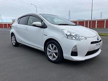 Toyota-Aqua-2013