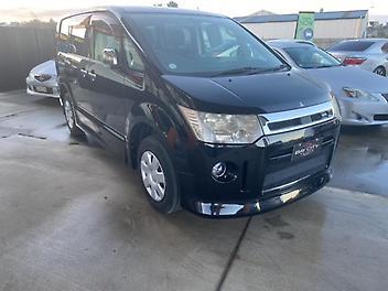 Mitsubishi-DELICA-2010